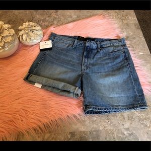 Calvin Klein NWT 51M Light Wash Denim Shorts Sz 12